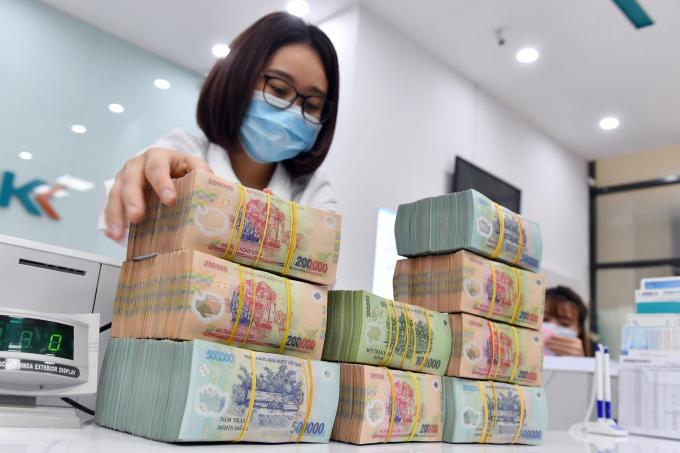 """Ngân hàng Nhà nước chấp nhận nới """"room"""" tín dụng cho 13 ngân hàng"""