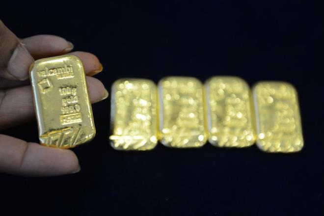 USD giảm sâu, giá vàng tiếp tục tăng mạnh - 1