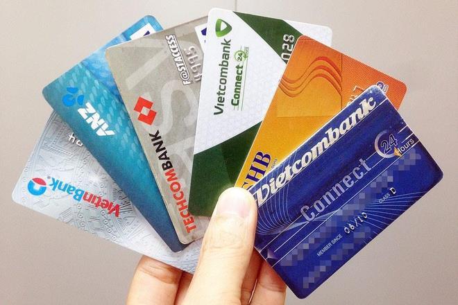Ngân hàng sắp dừng phát hành thẻ từ - 1