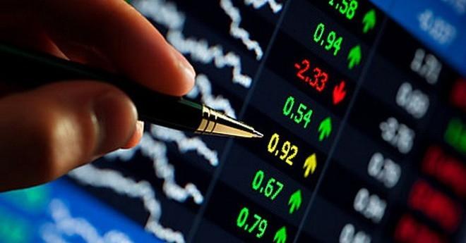 Cổ phiếu ngân hàng rực lửa, VN-Index lao dốc không phanh - 1