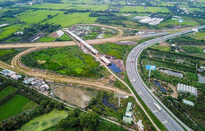 Nút cao tốc Trung Lương - Mỹ Thuận nối với cao tốc TP HCM - Trung Lương tại huyện Châu Thành, Tiền Giang Ảnh: Quỳnh Trần.