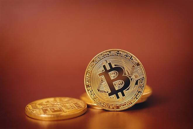 Giá Bitcoin hôm nay 4/2: Bitcoin vượt 37.000 USD, thị trường nổi sóng - 1