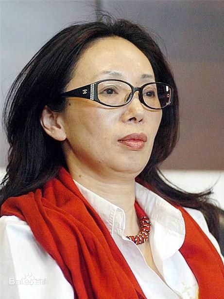 Nữ tỷ phú huyền thoại Trung Quốc: Từ phóng viên nghèo thành đại gia có hàng chục nghìn tỷ đồng, mua 2 đội bóng rồi bị chồng ly hôn vì... quá giàu - Ảnh 1.