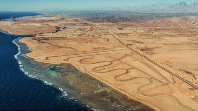 Đất dành cho một nhà máy hydro và các trang trại gió và mặt trời để cung cấp năng lượng cho nó ở Neom, Ả Rập Xê Út. Nguồn: Neom