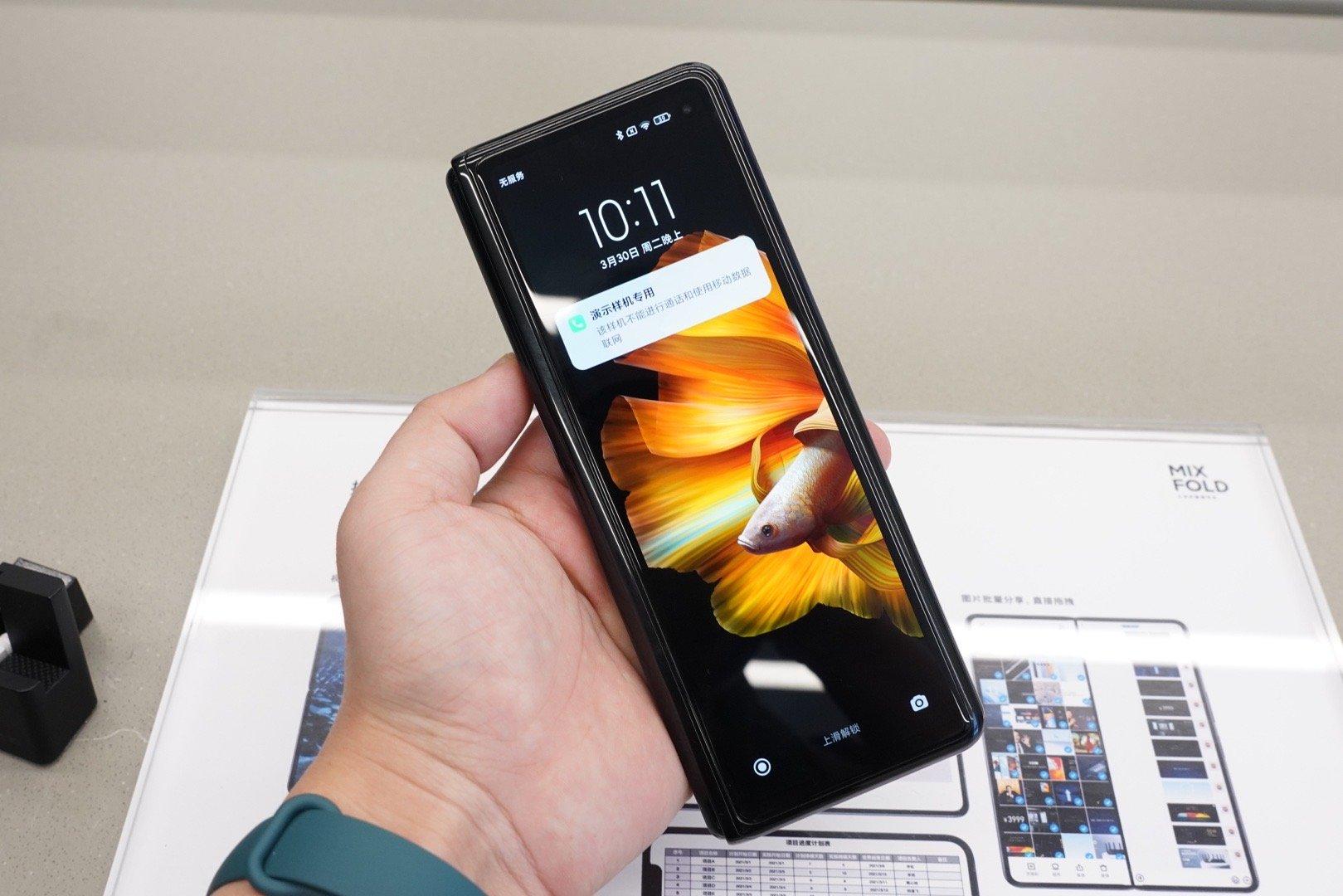 Tung điện thoại màn hình gập giá tối đa 2.000 USD, Xiaomi quyết đấu Samsung, Huawei - Ảnh 4.