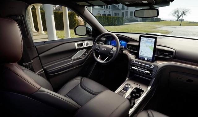 Nội thất Ford Explorer 2021 hiện đại hơn với màn hình giải trí đặt dọc.