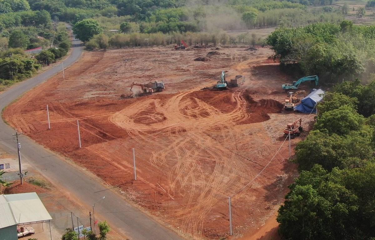 Một khu đất trên trục đường liên xã An Khương - Tân Lợi (huyện Hớn Quản, Bình Phước) được san ủi với mục đích phân lô bán nền Ảnh: Sỹ Tuyên.