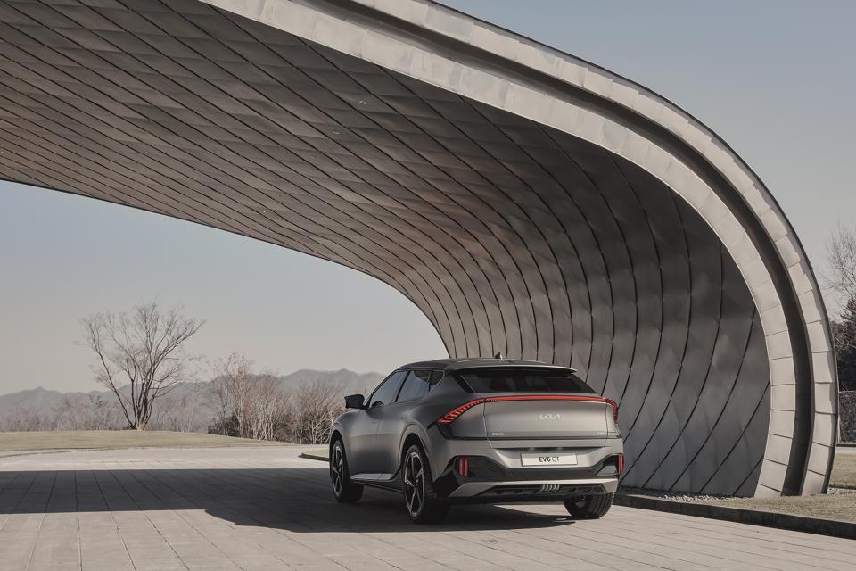 Huyndai tung xe điện Kia EV6 ra thị trường – câu trả lời của người Hàn với xe điện Mỹ, Trung Quốc - Ảnh 4.