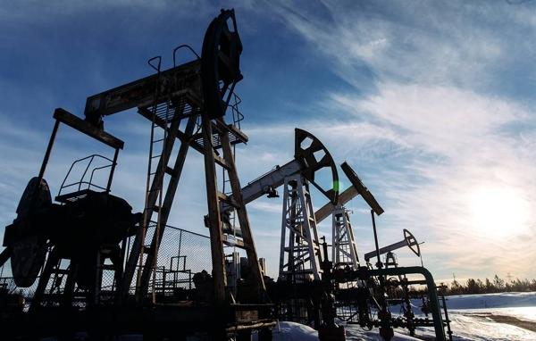 Việc các nhà sản xuất lớn công bố kế hoạch tăng sản lượng khiến giá dầu thô giảm mạnh