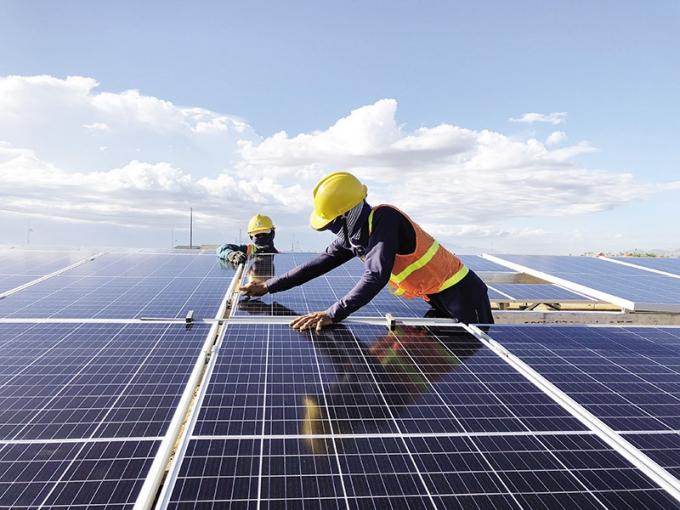Tỉ trọng Năng lượng tái tạo quá cao, gây áp lực lên chi phí vận hành hệ thống điện. Ảnh: EVN