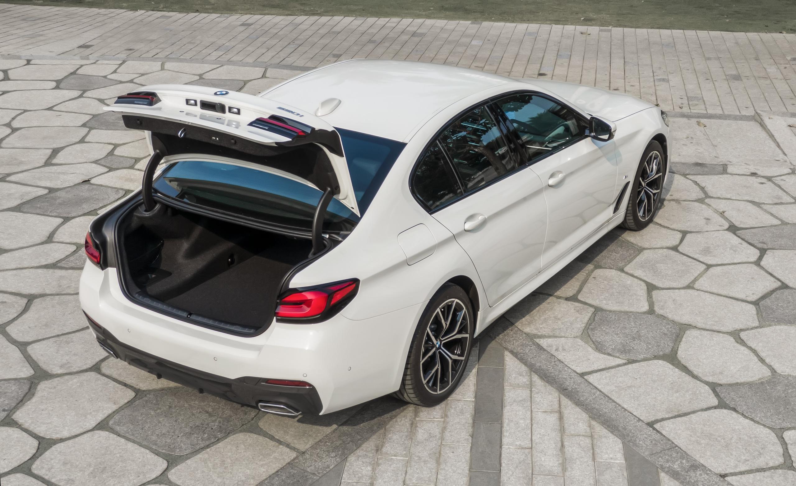 BMW 5 Series 2021 về Việt Nam: Giá từ 2,5 tỷ đồng, đối đầu Mercedes-Benz E-Class - Ảnh 3.
