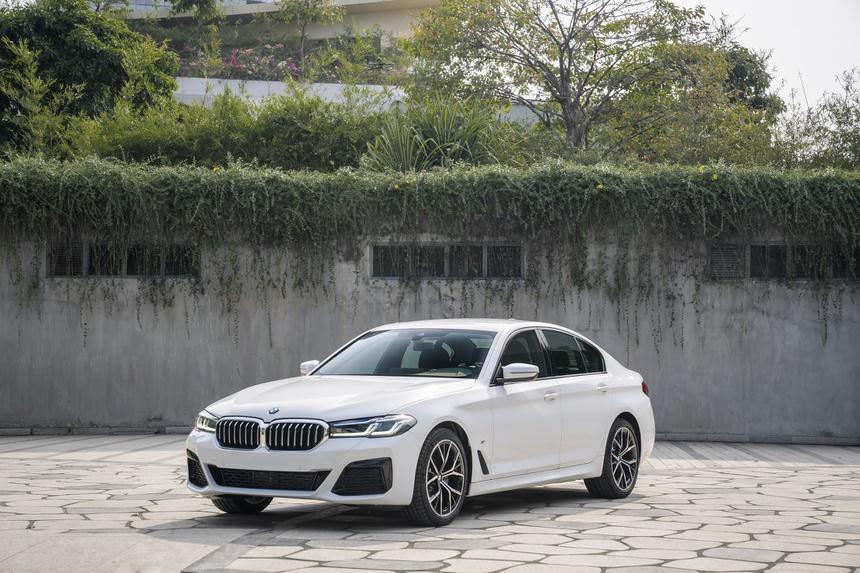 BMW 5 Series 2021 về Việt Nam: Giá từ 2,5 tỷ đồng, đối đầu Mercedes-Benz E-Class - Ảnh 2.