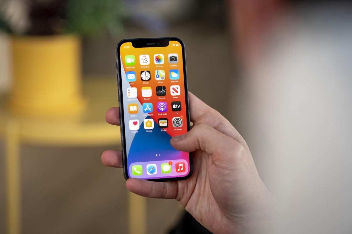 Năm sau Apple mới khai tử iPhone 12 mini - Ảnh 1.