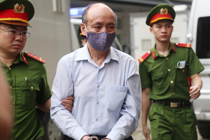 Bị cáo Trần Trọng Mừng bị dẫn giải tới Tòa.