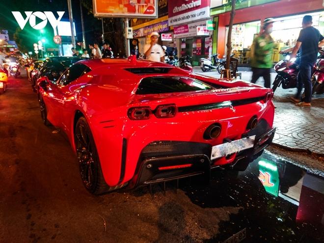 Ferrari SF90 Stradale đầu tiên về Việt Nam lần đầu xuống phố - 2