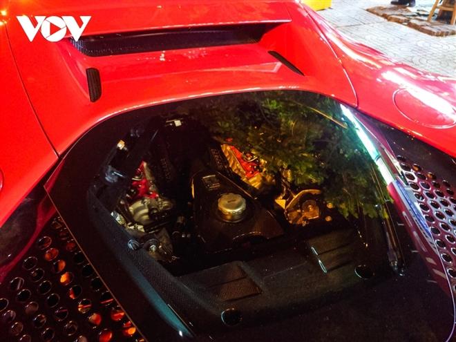 Ferrari SF90 Stradale đầu tiên về Việt Nam lần đầu xuống phố - 11
