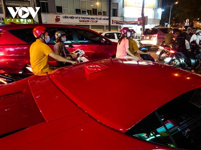 Ferrari SF90 Stradale đầu tiên về Việt Nam lần đầu xuống phố - 6