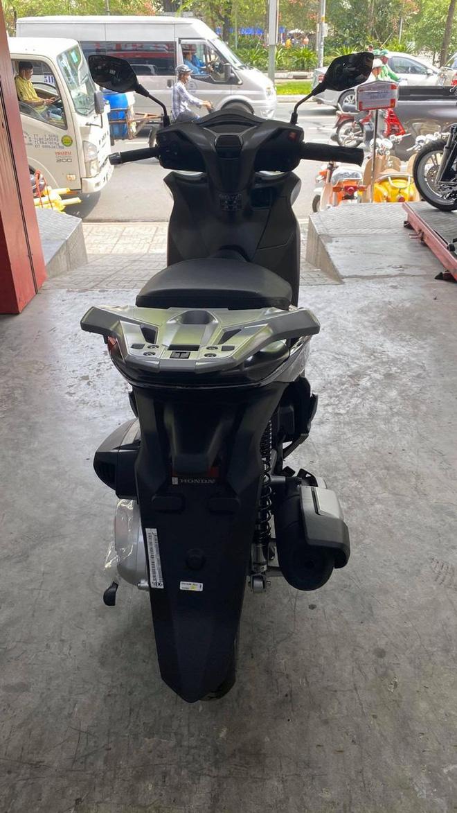 Honda SH 350i đầu tiên về Việt Nam: Giá 328 triệu đồng, nhập Ý, dành cho giới nhà giàu chịu chơi - Ảnh 4.