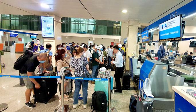 Hoàn, hủy vé máy bay: Nhớ đòi lại tiền các loại phí  - Ảnh 1.