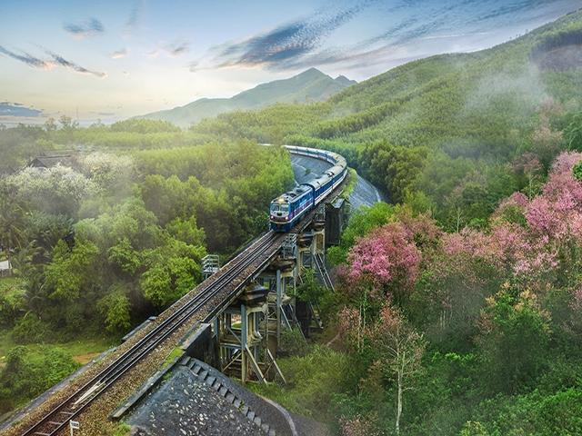 Hạ tầng đường sắt Việt Nam hiện khá lạc hậu nhưng không vì thế mà không nuôi dưỡng giấc mơ cao tốc.