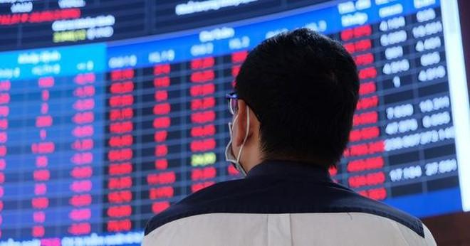 Chứng khoán chìm trong sắc đỏ: Nhà đầu tư khóc ròng