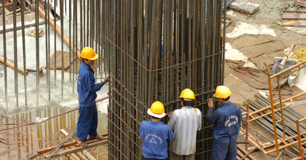 """Bộ Tài chính đề xuất giảm 5-10% thuế nhập khẩu thép xây dựng để """"hạ nhiệt"""" thị trường - Ảnh 1."""