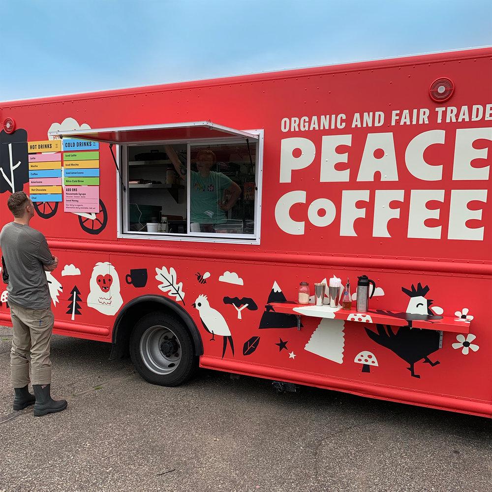 Từ một tập thể lập dị, Peace Coffee trở thành doanh nghiệp trị giá 10 triệu đô nổi tiếng ở Mỹ nhờ chiến lược xây dựng thương hiệu đặc biệt này - Ảnh 4.