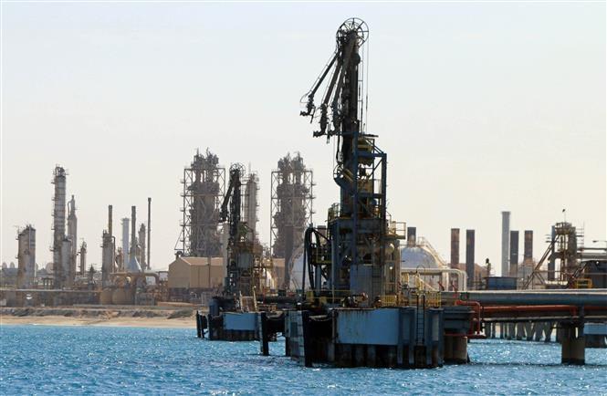Một cơ sở khai thác dầu ở al-Buraqah (Libya). (Ảnh: AFP/TTXVN).